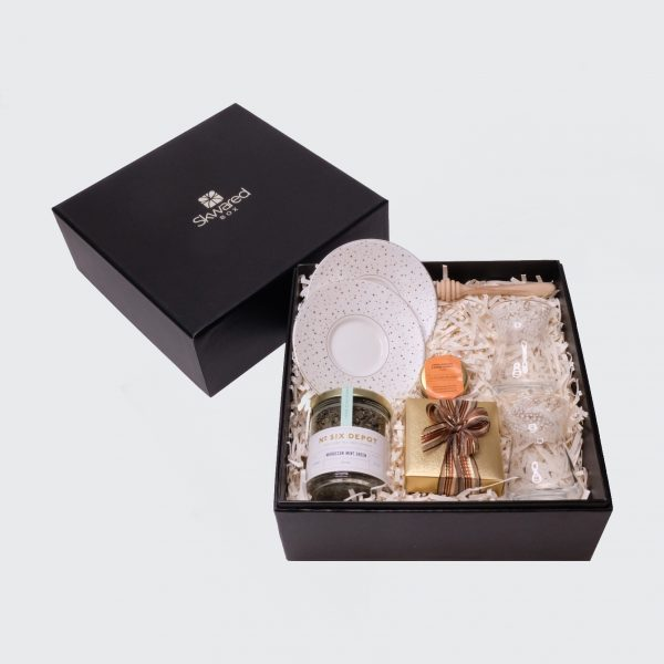Gift box with almond star tea products